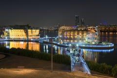 Coloré sur la rivière dans la réflexion de ciel de koreaTwilight de Séoul images stock