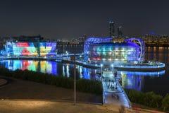 Coloré sur la rivière dans la réflexion de ciel de koreaTwilight de Séoul photographie stock