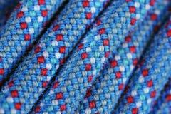Color azul y rojo de la textura de la cuerda que sube Foto de archivo