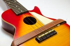 Color bronceado de la cereza roja del ukelele foto de archivo