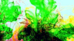 Color colorido abstracto de la pintura que se separa en textura del fondo del agua metrajes