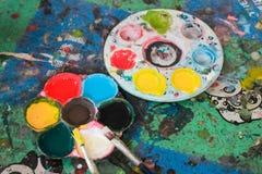Color de acrílico en paleta Fotografía de archivo libre de regalías