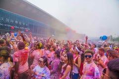 Color de Chongqing Exhibition Center corrido en gente joven Foto de archivo libre de regalías