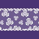Color de encaje de la cinta del modelo inconsútil, blanco y púrpura stock de ilustración