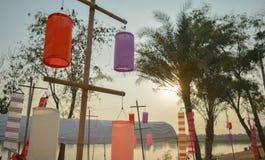 Color de la linterna del sol tailandés de la tradición y de la tarde Foto de archivo libre de regalías