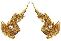 Color de la pintura de la simetría que hace a mano del dragón de la estatua de oro doble del caballo aislado con los fondos blanc Fotografía de archivo