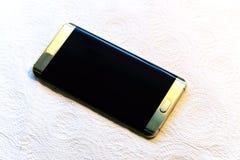 Color de oro hermoso del teléfono elegante Foto de archivo libre de regalías