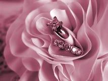 Color de rosa suave del humor de los anillos de bodas Foto de archivo libre de regalías