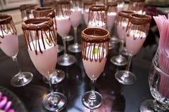 Color de rosa y convites del partido de Brown Imagen de archivo libre de regalías