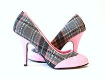 Color de rosa y talones de la tela escocesa altos Imagen de archivo