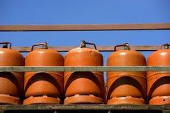 Color Naranja del butano del gas. Estantes anaranjados del gas Foto de archivo