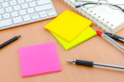 Color note paper with pen on computer desk Royalty Free Stock Images