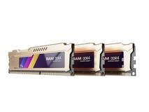 Color oro de los módulos de la RAM de la memoria de acceso aleatorio aislado en el fondo blanco 3d rinden Fotografía de archivo libre de regalías
