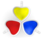Color primario en las tazas del amor aisladas Imagen de archivo libre de regalías