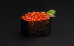 Color rojo del caviar de la bruja del sushi Foto de archivo libre de regalías