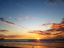 Color tranquilo 4k de la relajación de la playa del Océano Pacífico de la puesta del sol Fotografía de archivo