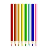 Colora lápis arranjam dentro na fileira da cor no fundo branco Foto de Stock