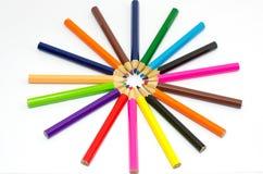 Colora lápis isolados no fim branco do fundo acima Imagem de Stock