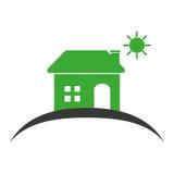 Colora la siluetta della casa con il sole sul cielo Immagini Stock
