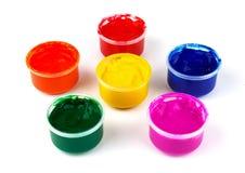 Colora latas da pintura e solhas da cor da pintura Imagens de Stock Royalty Free