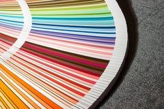 Colora o cartão, close up do guia da cor, escala de cores, amostra de folha da cor Imagens de Stock Royalty Free