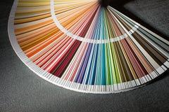 Colora o cartão, close up do guia da cor, escala de cores, amostra de folha da cor Imagem de Stock Royalty Free