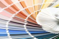 Colora o fundo completo do quadro das amostras de folha à escolha uma cor Fotografia de Stock