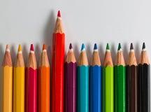 Colora o lápis em ordem com uma posição para fora Fotografia de Stock Royalty Free