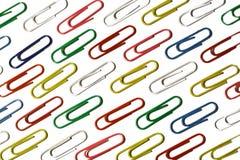 Colora os grampos de papel do escritório. imagem de stock royalty free