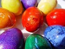 Colora ovos de easter imagens de stock royalty free