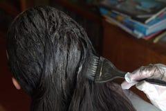 Coloración del cabello en casa Fotografía de archivo