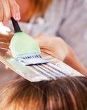 Coloración del cabello Fotos de archivo libres de regalías
