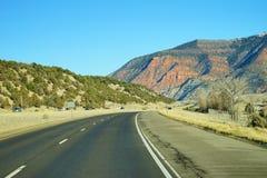 Colorado berg och huvudväg Royaltyfria Bilder
