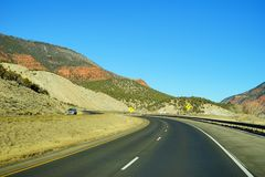 Colorado berg och huvudväg Arkivbilder