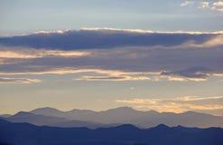 Colorado berg på solnedgången eller skymning Arkivbilder