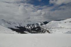 Colorado berg som täckas med snö Arkivbild
