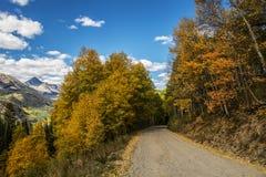Colorado för högt berg väg i nedgången med sikter royaltyfri foto