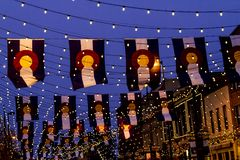 Colorado flaggor på den Larimer fyrkanten Denver Arkivfoto