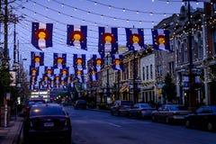 Colorado flaggor på den Larimer fyrkanten Denver Royaltyfri Fotografi