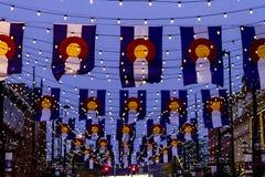Colorado flaggor på den Larimer fyrkanten Denver Royaltyfri Foto