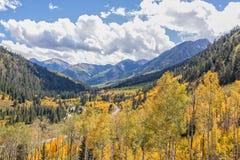 Colorado-Gebirgslandschaft im Fall Stockfotos