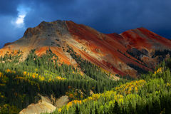 Colorado Rocky Mountains med Autumn Aspens Arkivbild