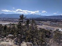 Colorado Springs y montaña Cityview fotografía de archivo