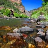 Coloradofloden i den Glenwood kanjonen royaltyfri fotografi