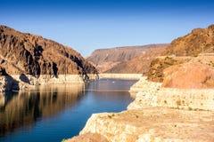 Coloradofloden mellan Nevada och Arizona, nästan dammsugarefördämning Royaltyfri Bild