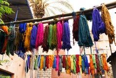 Colorant de textiles coloré typique Photographie stock libre de droits