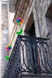 Colorante del arco iris de la placa giratoria de la flor en el balcón Foto de archivo
