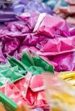 Colorants de couleur en tant qu'offre dans le temple, Chennai, Tamil Nadu photo libre de droits