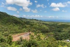 23 coloreó la tierra en DES Couleurs de Vallee en Mauricio Parque nacional Océano en fondo Imagenes de archivo