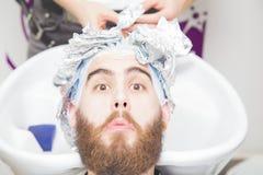 Colore cambiante dei capelli fotografie stock libere da diritti